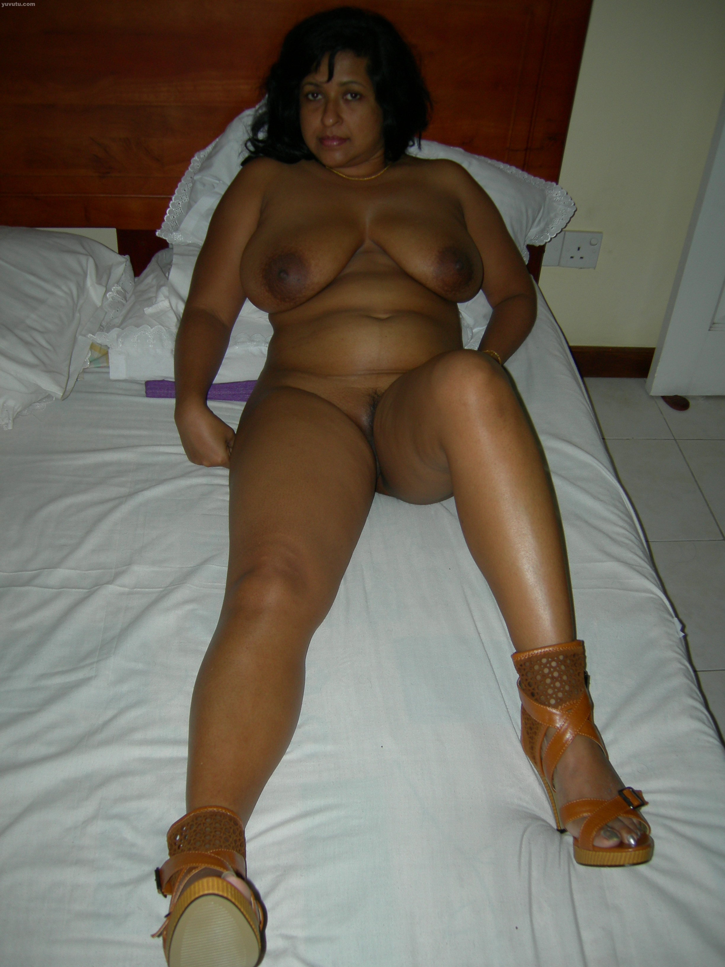 fat assed white chicks nude