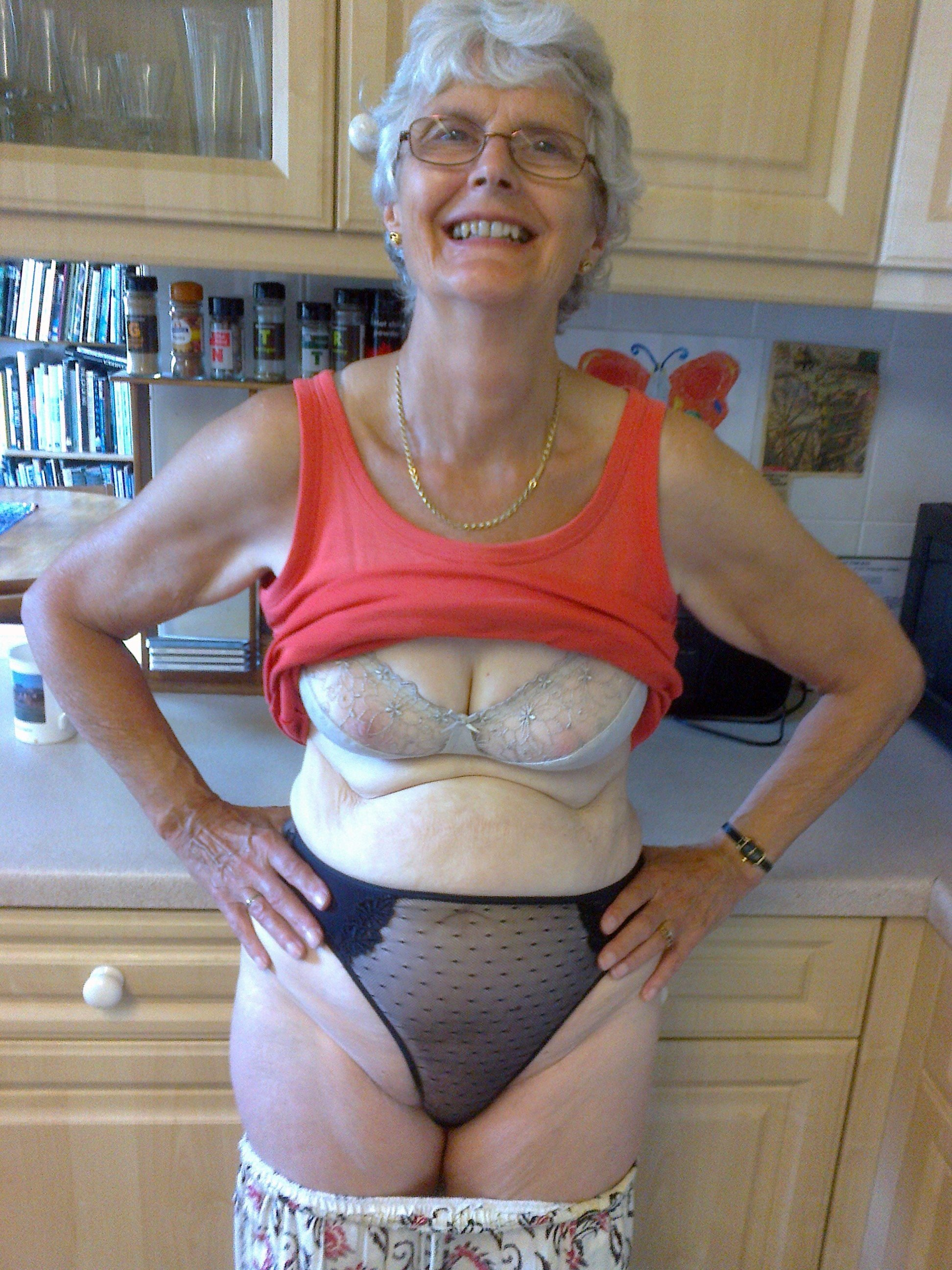 Old grannies cruise nude